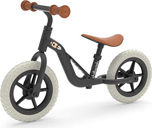 Leichtes Chillafish Charlie-Laufrad mit Tragegriff, verstellbarem Sitz und Lenker, pannensicheren 10-Zoll-Rädern und speziell geformtem Sitz für Kinder zwischen 18 und 48 Monaten, Schwarz